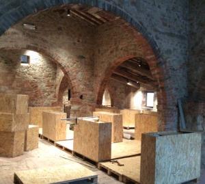 banchi-espositivi-in-costruzione-alla-fornace-Agresti