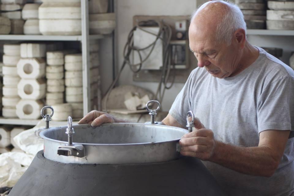 Giuseppe Parisi nella fornace Artenova